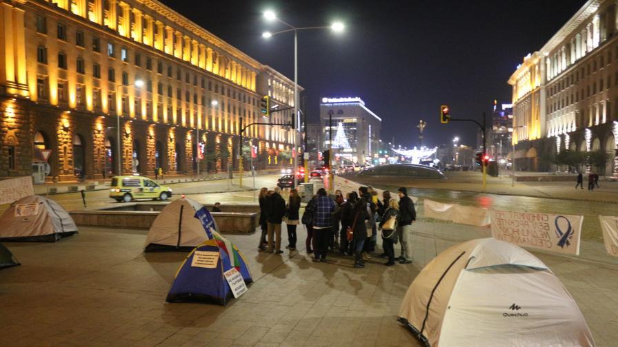 <p>Протестиращите медицински сестри вдигат палатковия лагер&nbsp;</p>