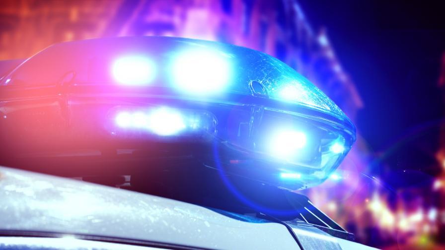 Млад мъж се самозапали в колата си