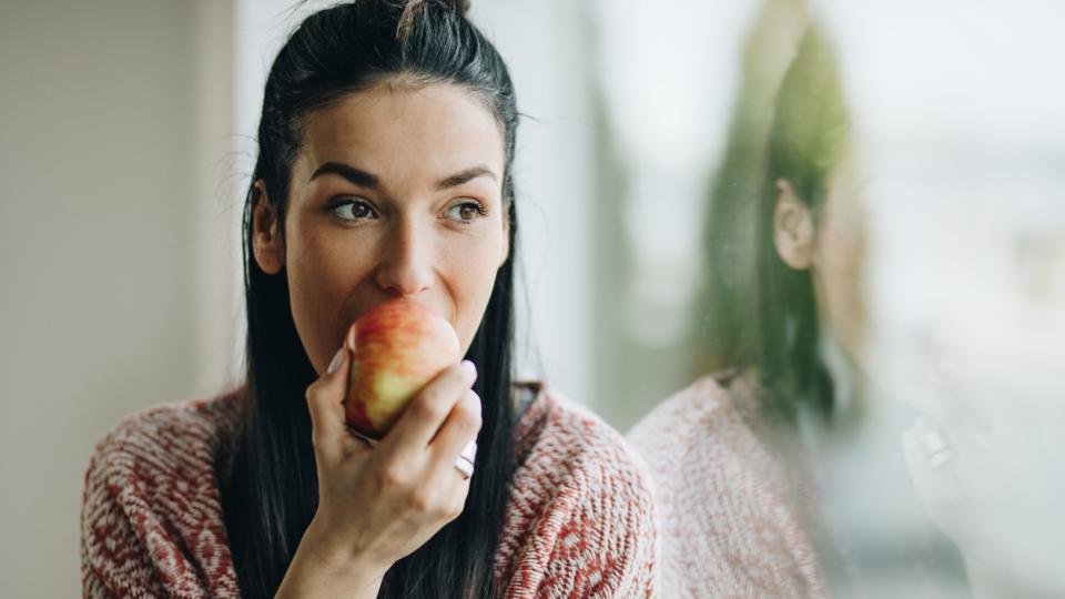 жена ябълка
