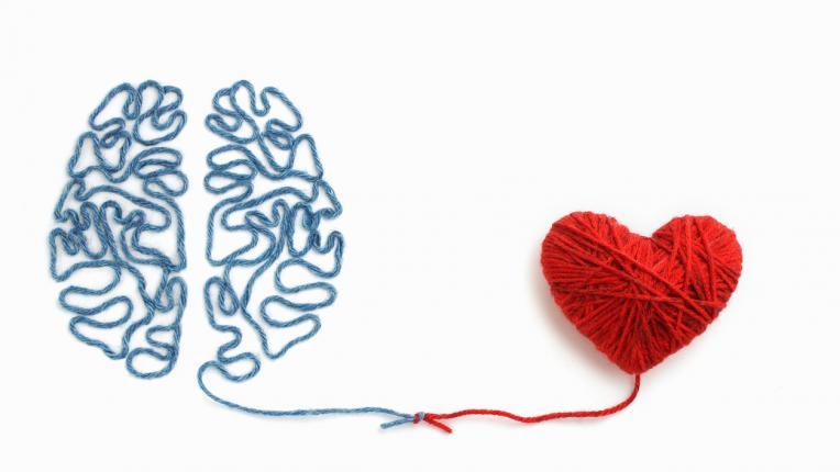 Защо интелигентните хора се влюбват по-трудно