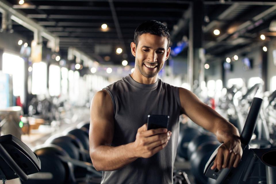 секси мъж фитнес спорт телефон