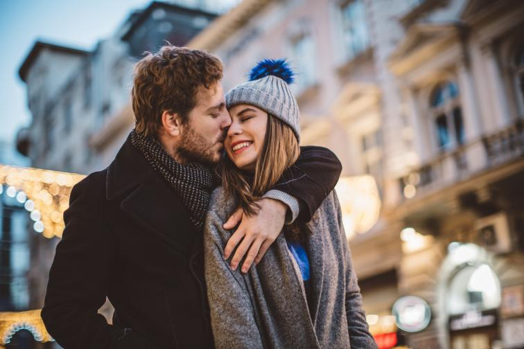 любов зодии зима сняг празници двойка