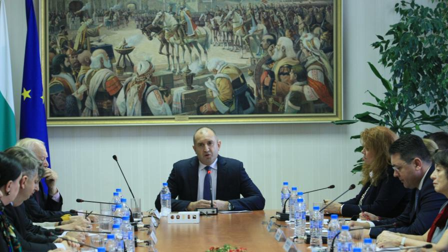 Радев: Консултациите не са публичен линч над Цацаров