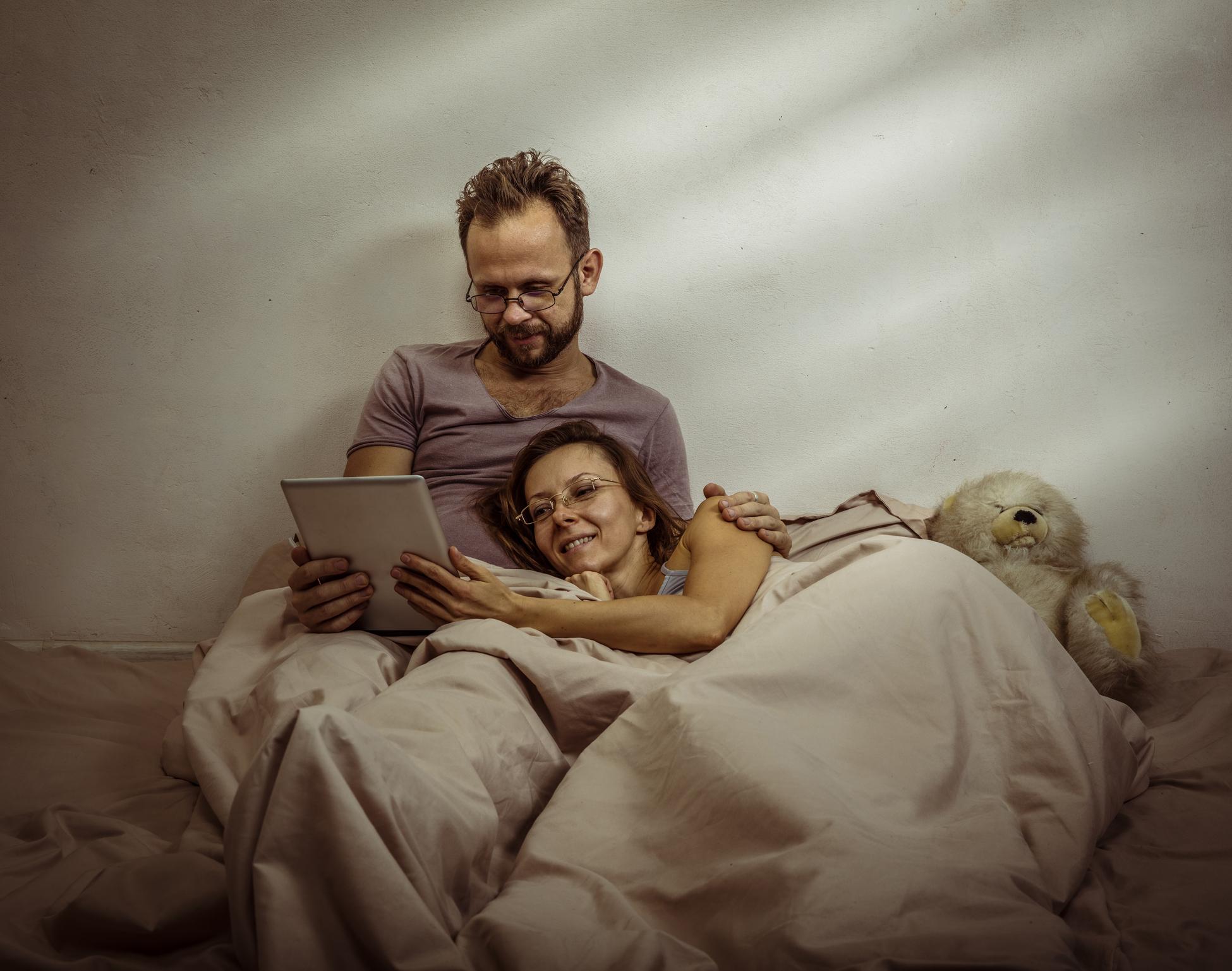 <p>Стрелец</p>  <p>Трябва да посетите книжарница, а след това да си построите крепост с одеяла у дома, под която да четете заедно.</p>