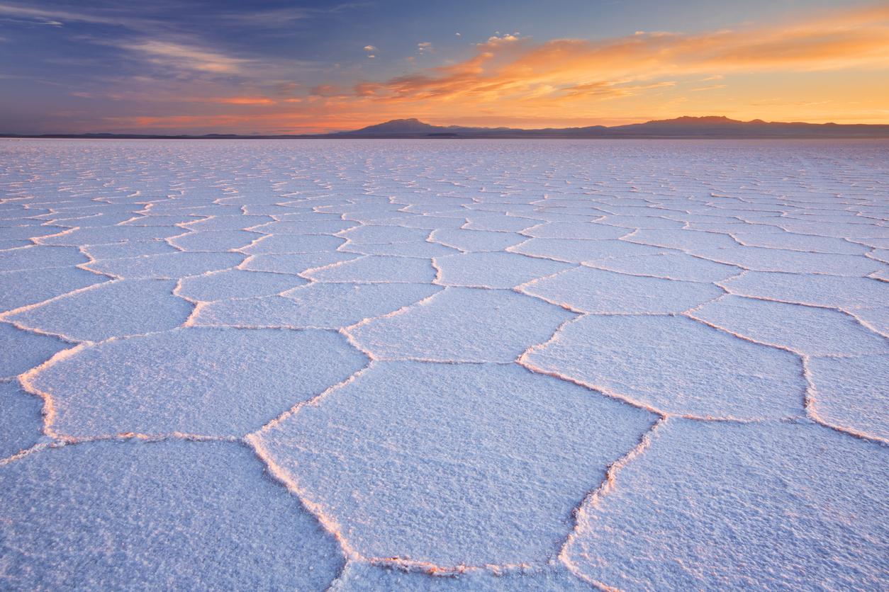 <p><strong>Салар де Уюни - Боливия</strong></p>  <p>Едно от най-интересните места на планетата е соленото безотточно езеро Салар де Уюни в Боливия. Тук са снимани части от филма &quot;Последните джедаи&quot; и феновете може да разпознаят езерото като планетата Крейт.&nbsp;</p>