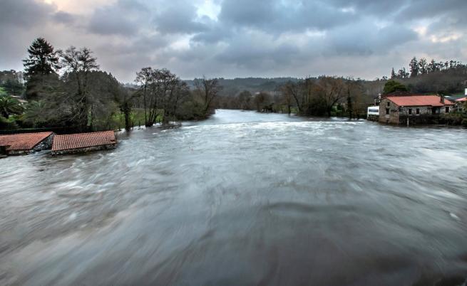 Мъж загина от приливна вълна в Италия