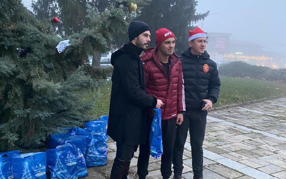 Български национал внесе коледен дух в родното си градче
