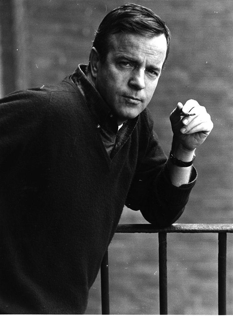 <p><strong>Франко Дзефирели</strong></p>  <p>Франко Дзефирели е един от най-видните италиански режисьори. Той е носител на наградите БАФТА, &quot;Еми&quot;, номиниран е за &quot;Оскар&quot;. Дзефирели почина на 15 юни 2019 г. на 96-годишна възраст.<br /> &nbsp;</p>