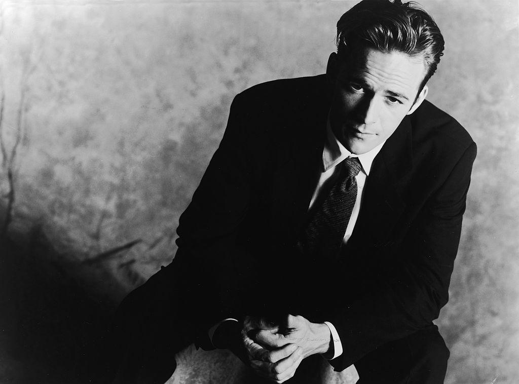 <p><strong>Люк Пери</strong></p>  <p>Американският актьор Люк Пери, познат с ролята си в сериала &quot;Бевърли Хилс, 90210&quot;, почина на 4 март 2019 г., няколко дни след прекарването на масивен инсулт.</p>