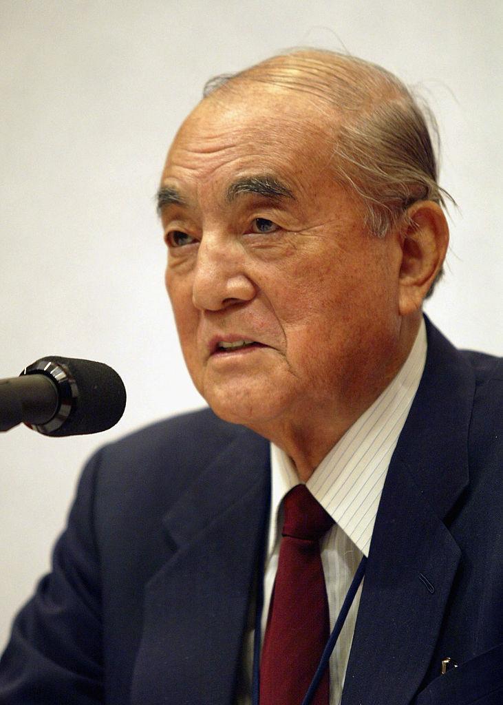 <p><strong>Ясуширо Накасоне</strong></p>  <p>Бившият японски премиер Ясуширо Накасоне почина на 101-годишна възраст в края на ноември месец. По време на своето управление между 1982 и 1987 г. Накасоне поддържа близки отношения със САЩ и тогавашния президент Роналд Рейгън.&nbsp;</p>