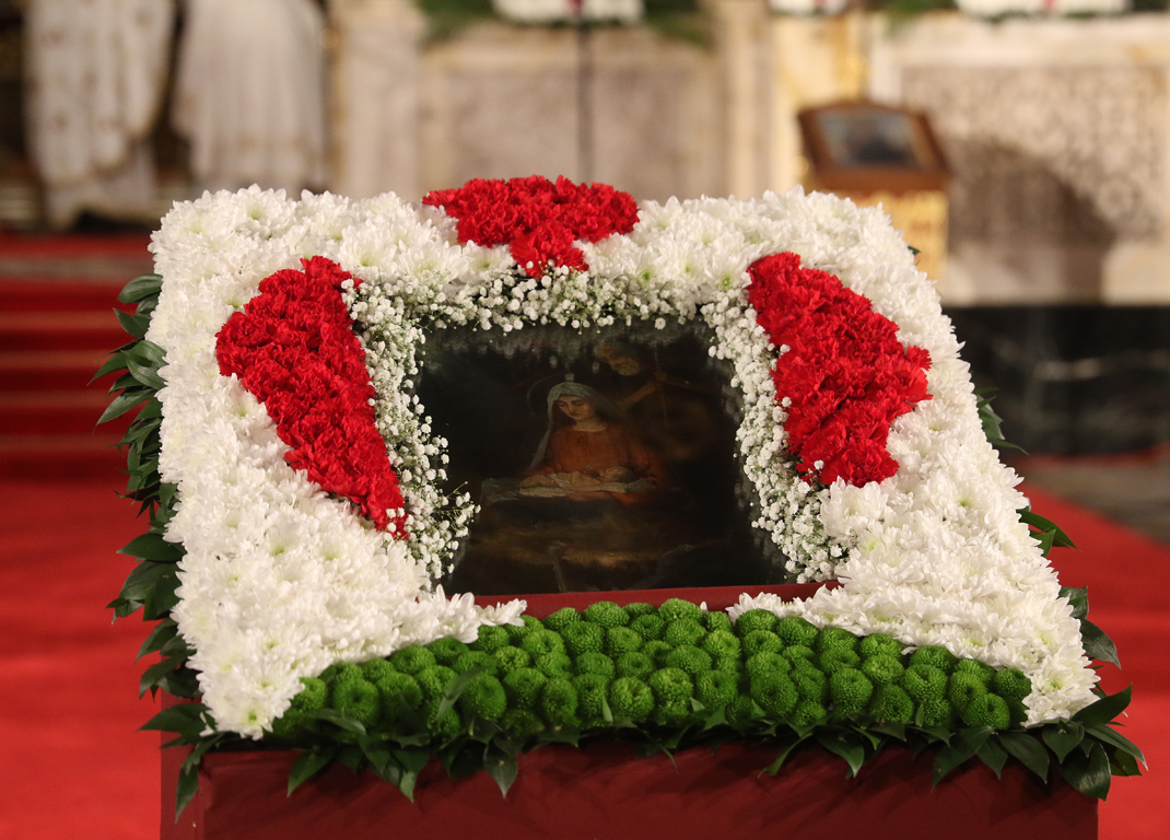 <p>Празничното богослужение в катедралния храм &quot;Свети Александър Невски&quot; по случай Бъдни вечер и благослова на българския патриарх Неофит.</p>