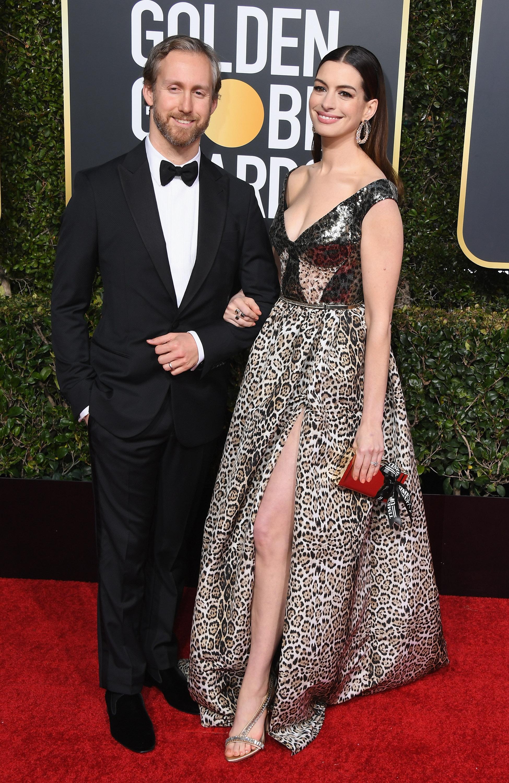 <p><strong>Ан Хатауей и Адам Шулман</strong></p>  <p>Двамата сключват брак през 2012 година и се радват на две деца.</p>  <p>Кейт Бланшет и Андрю Ъптън</p>  <p>Двойката са заедно от повече от 17 години и имат 4 деца.&nbsp;</p>