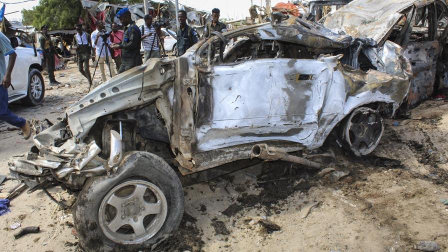 Атентат с кола бомба в Могадишу, десетки убити