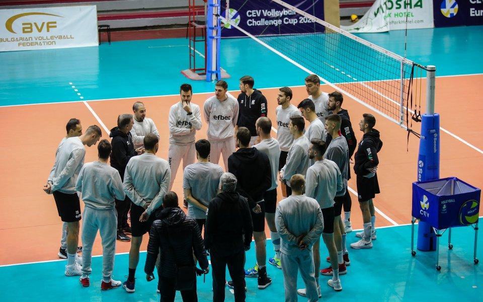 Още търсят контроли за волейболните национали