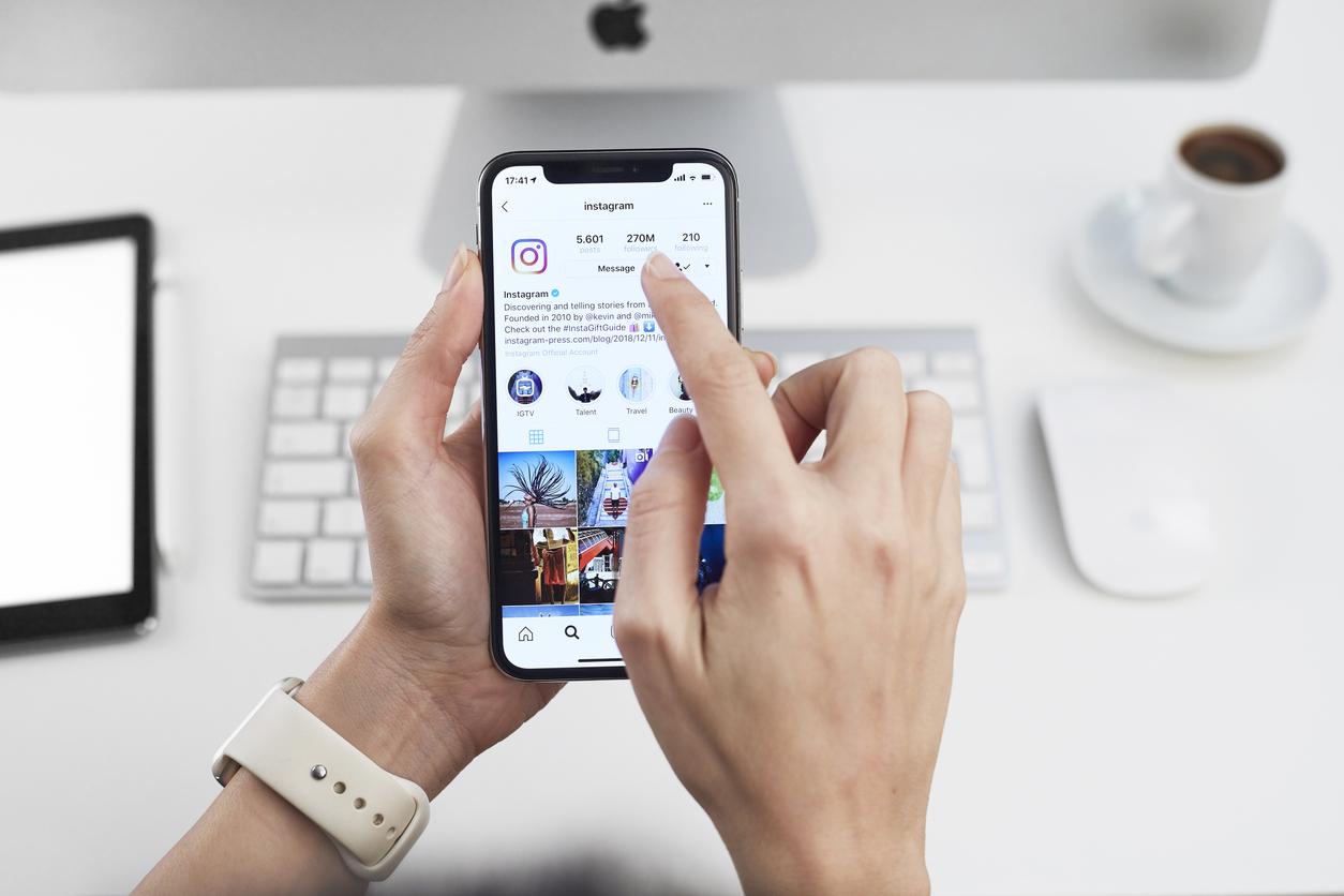 <p><strong>4. Instagram</strong></p>  <p>Към този момент Instagram е собственост на Facebook, но преди години нещата не стояха по същия начин. Марк Зукърбърг пристъпи към купуването на приложението в момента, в който то се превърна в най-голямата заплаха за Facebook. Докато Snapchat и TikTok са приложения, ориентирани към по-младата аудитория, Instagram успява да достигне до много повече потребители от всякакви възрастови групи.</p>