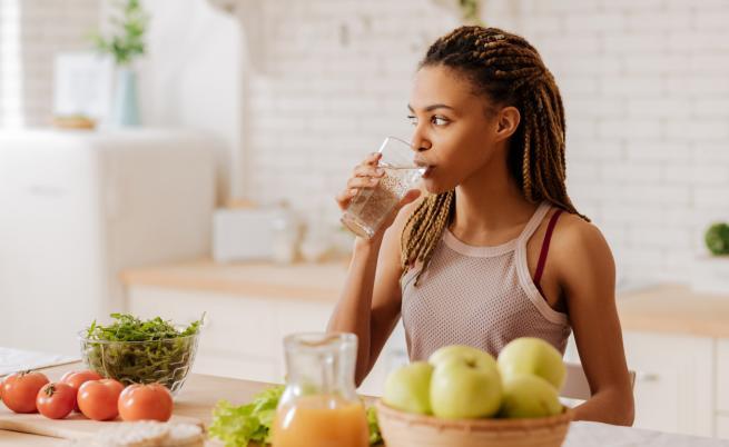 10 храни и напитки, които помагат срещу подутия корем