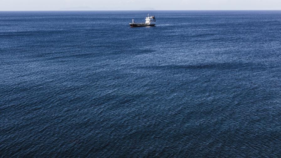 Пирати отвлякоха осем души от екипажа на гръцки танкер