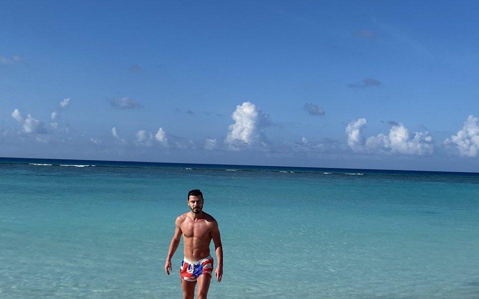Галин Иванов празнува до Франческо Тоти на Малдивите