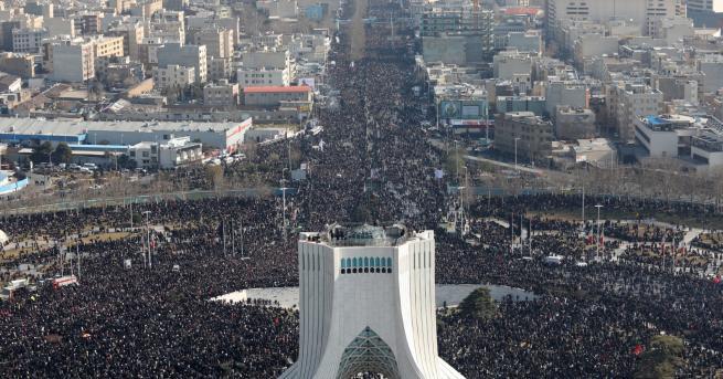 Свят Иран плаче за генерал Касем Солеймани, убит от САЩ