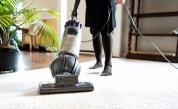 Какво категорично не трябва да чистим с прахосмукачка