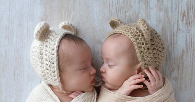 Любопитно Американка роди близнаци два пъти в рамките на година