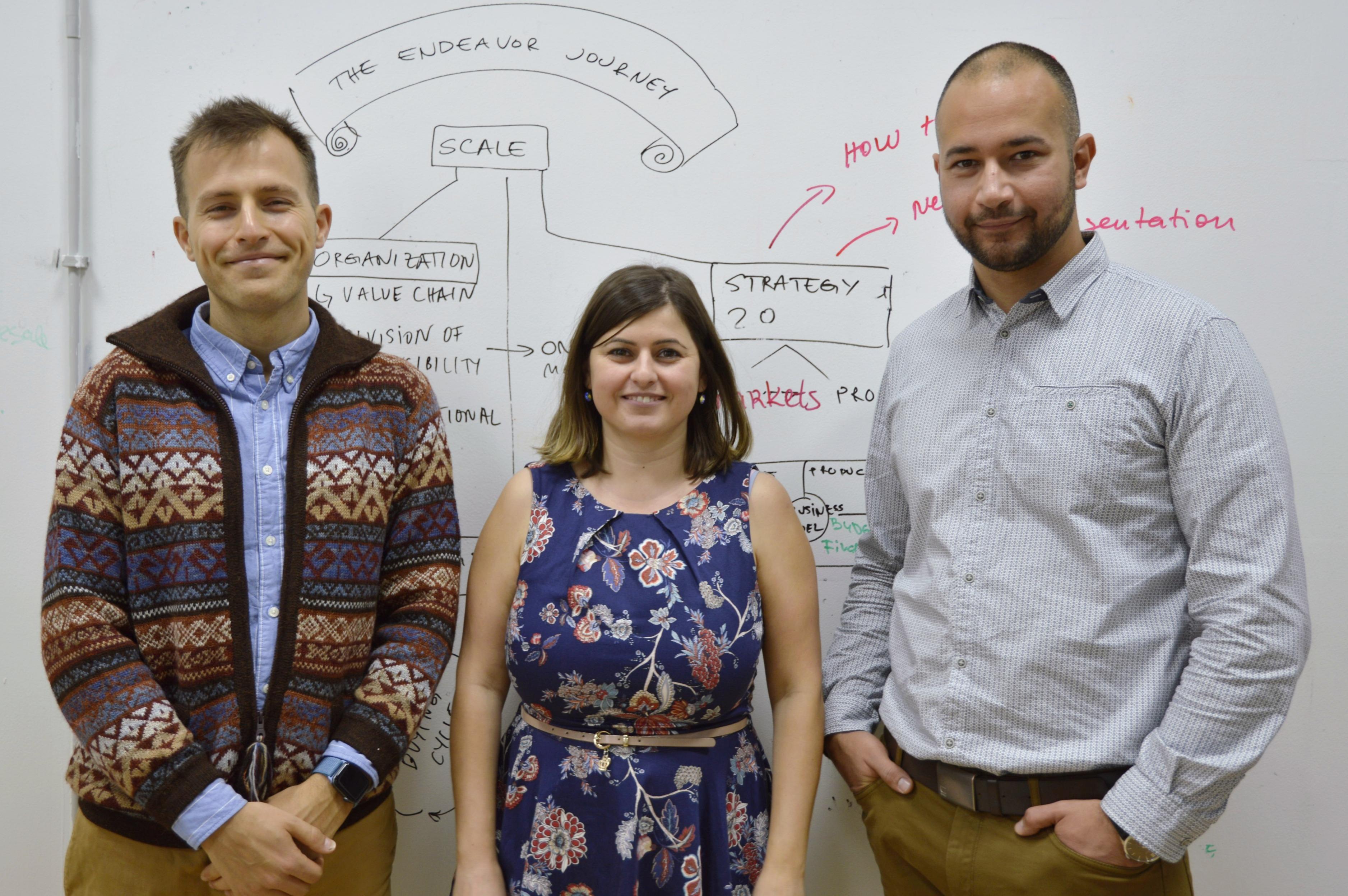 <p>Идеята е на Ясен Русев, Елена Николова и Искрен Митев, които заедно основават ESCREO.</p>