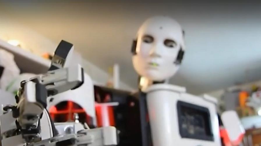 Уникално, българин създаде хуманоиден робот в гаража си