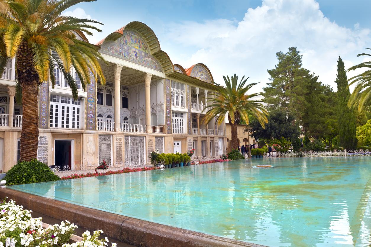 <p><strong>Персийски градини</strong></p>  <p>Персийски градини е название на парковото изкуство, възникнало в Древна Персия и оказало влияние върху градинската архитектура по света. В Иран са запазени няколко исторически градини с такава архитектура. През 2011 г. те са включени в списъка на ЮНЕСКО за световното културно и природно наследство.</p>