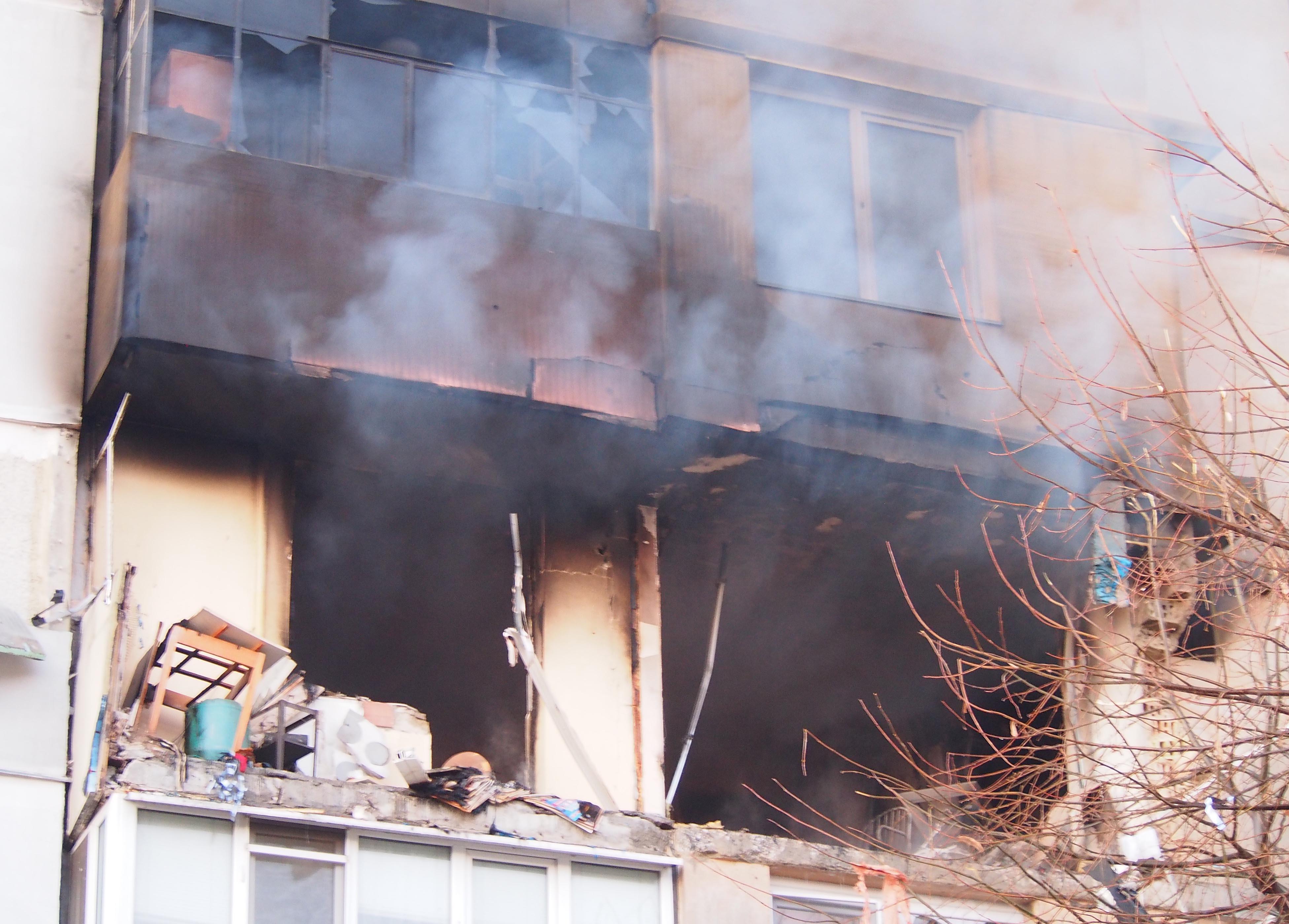 Полицията издирва мъжа, живял във взривения апартамент