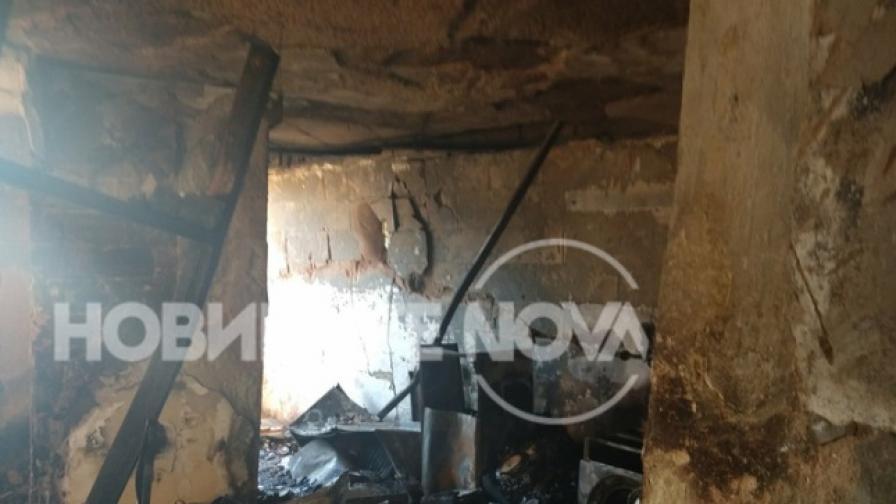 Щетите след взрива в блока във Варна (СНИМКИ)