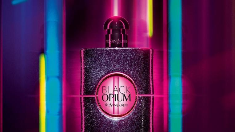 Превърни се в сияйната героиня на нощта с Black Opium Neon на YSL