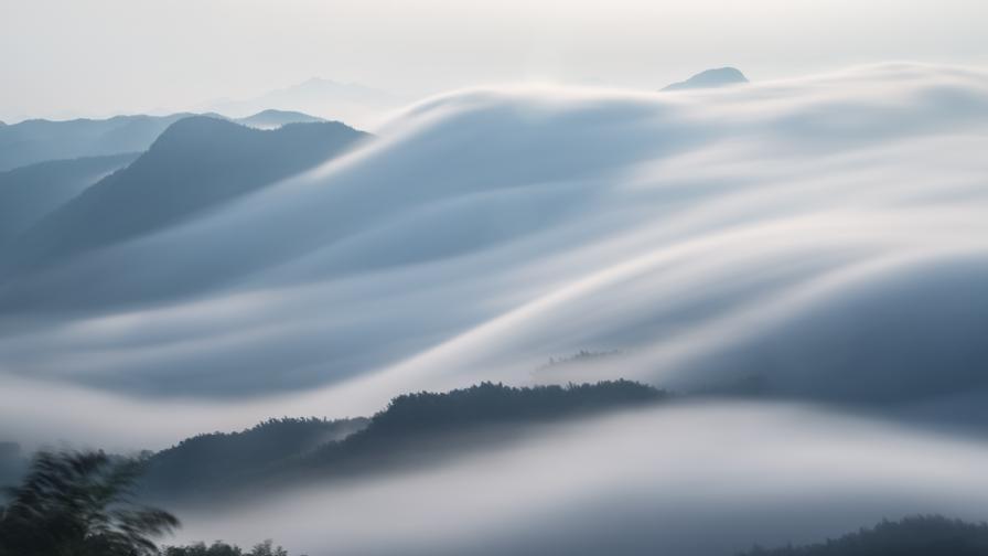 Мъгливо и облачно днес, следва затопляне