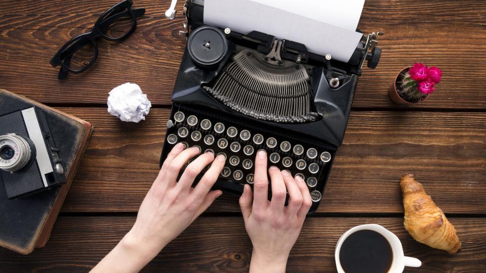 пишеща машина жена