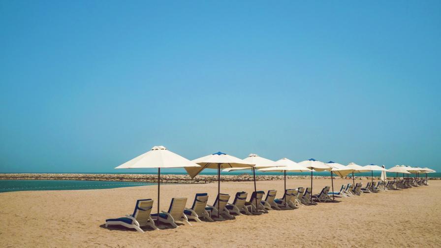 <p>Чадърите и шезлонгите на плажа безплатни</p>
