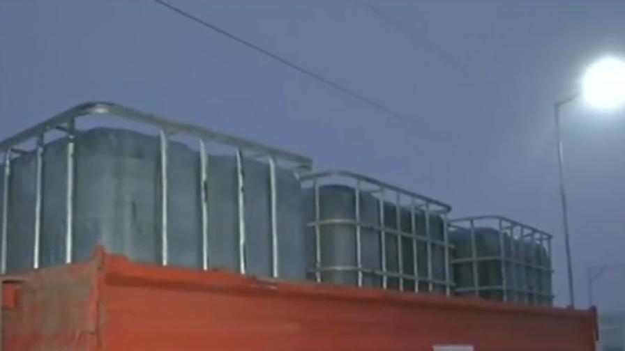Бидони и варели с опасни отпадъци край Луковит