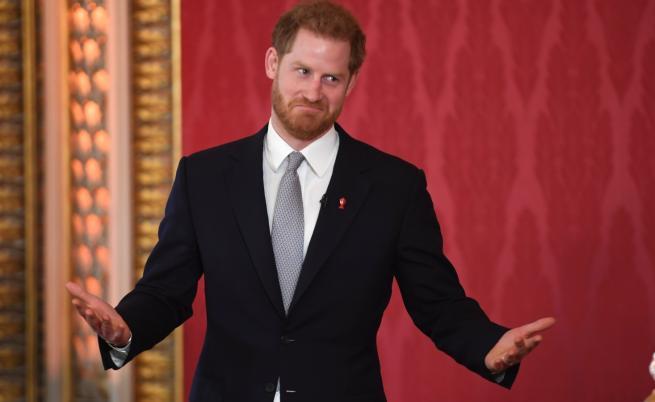 Принц Хари също се появи за първи път след кралската сага