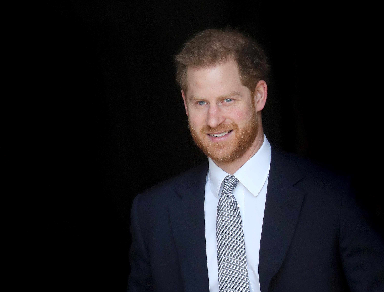 <p>Принц Хари обяви във видео, че игрите &quot;Инвиктус 2022&quot;, които са за ранени военни ветерани, ще бъдат организирани в Дюселдорф, Германия.<br /> Меган вече е в Канада със сина им Арчи. Принц Хари има насрочени редица срещи във Великобритания и не е ясно кога ще се присъедини към нея.</p>