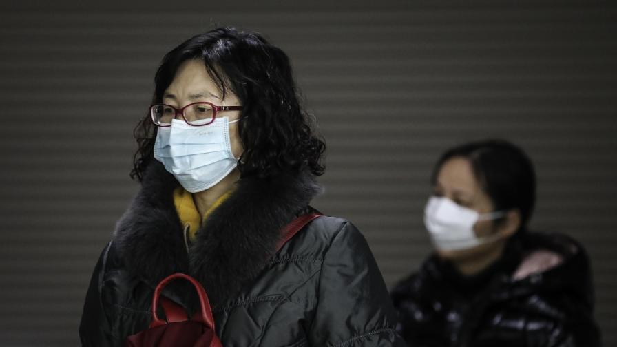 Учени: Мистериозният китайски вирус е заразил стотици хора