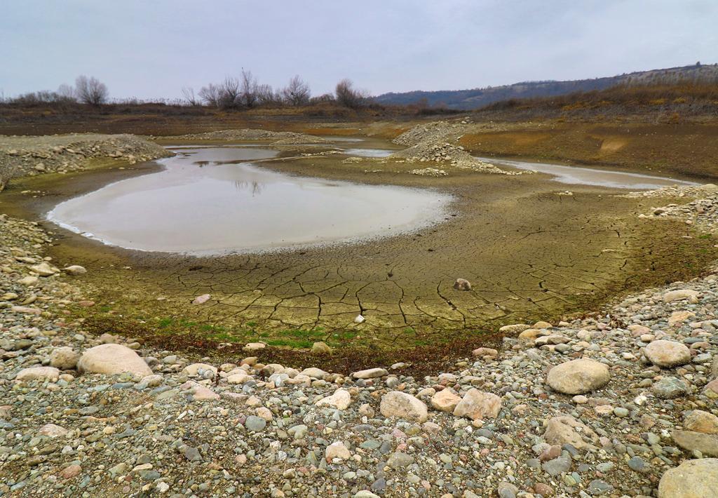 <p>Хидротехническото съоръжение е изградено с цел напояване на големи площи селскостопанска земя, простиращи се от Монтана до областта Златията край Лом, но до 1989 година е прокарана едва половината от необходимата тръбна инфраструктура и тя така и никога не е изградена докрай.</p>