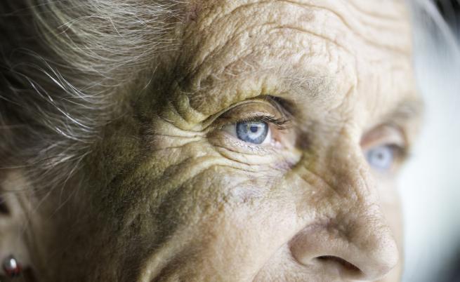 Ужас в дом за възрастни хора, служители ги бият и обиждат