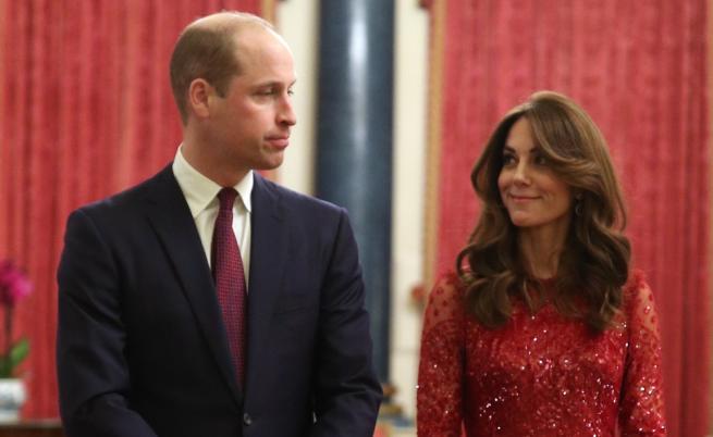 Кейт сияе в червена рокля, а Меган и Арчи разхождат кучетата