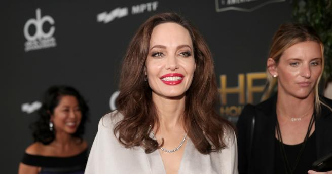 Любопитно Сравняват тази рускиня с Анджелина Джоли Рускиня е двойничка