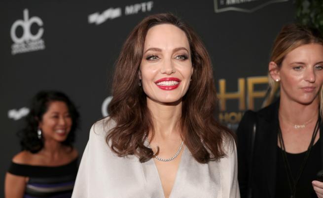 Сравняват тази рускиня с Анджелина Джоли