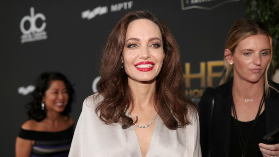 <p><strong>Рускиня</strong> е двойничка на <strong>Анджелина Джоли</strong>. Вижте я</p>