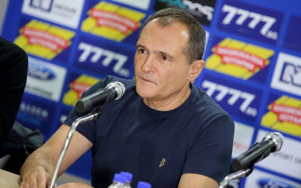 Васил Божков: Глупаци, не съм продал титлата