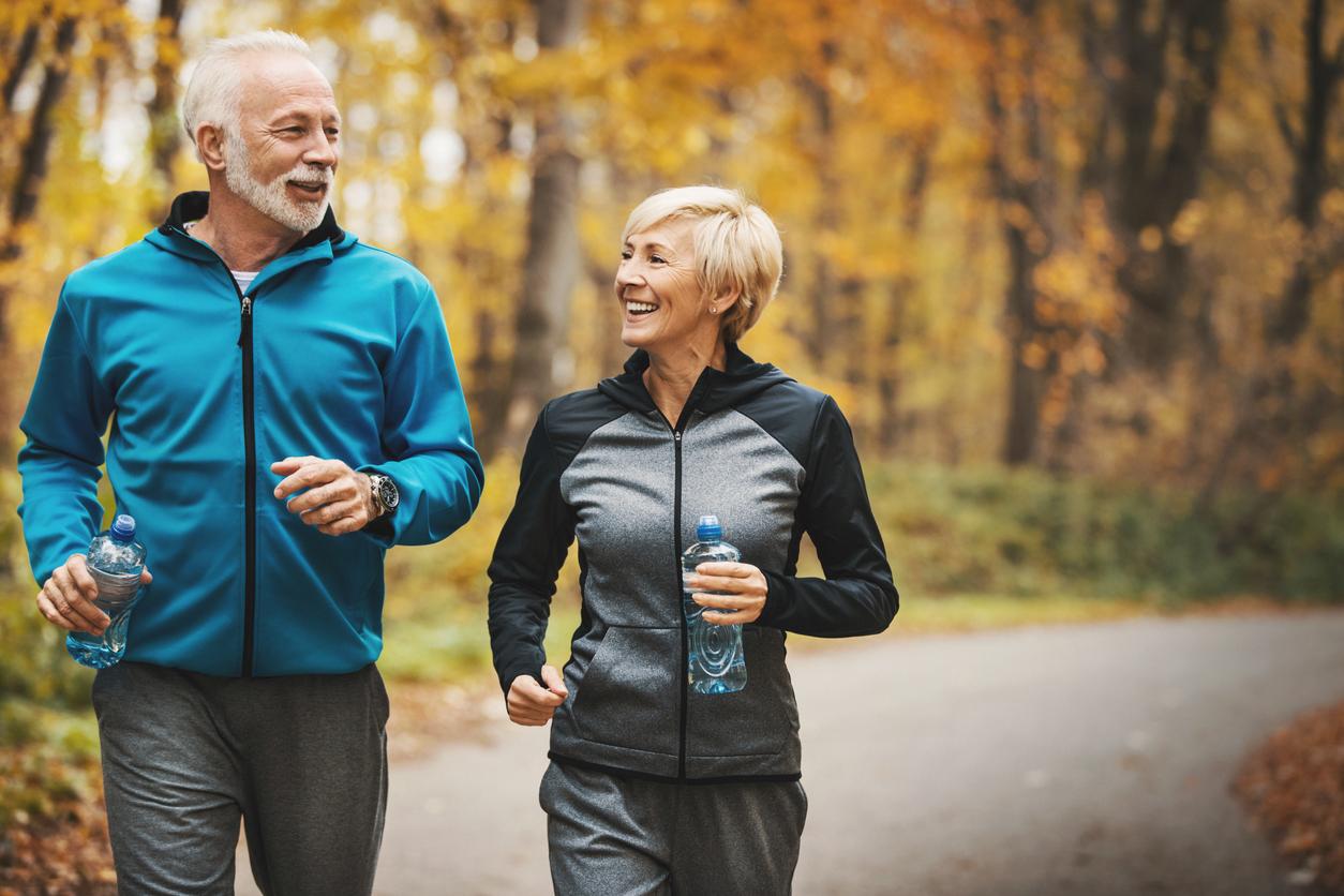 <p><strong>3. Бъдете физически активни</strong></p>  <p>Движете се повече - това е един от най-добрите начини да останете здрави и да предотвратите болестите. Възрастните трябва да имат по 150 минути аеробна активност с умерена интензивност или 75 минути интензивна физическа активност на седмица. Ако вече сте активни, можете да увеличите интензивността си за още повече ползи. Ако сега не сте активни, започнете&nbsp;като просто седите по-малко и се движите повече.&nbsp;</p>