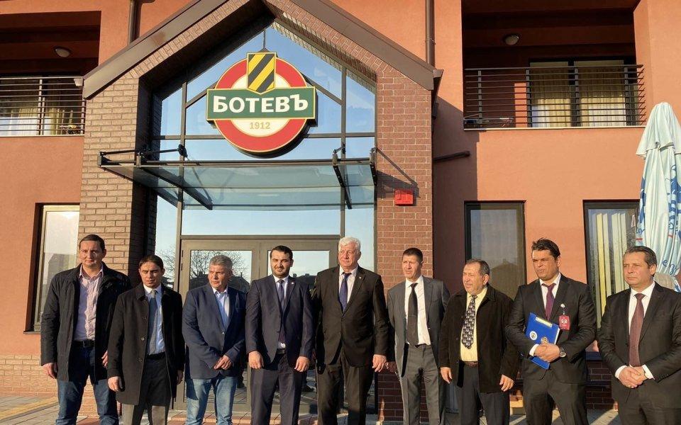 Георги Самуилов посрещна на базата наБотев Пловдив представители на международната