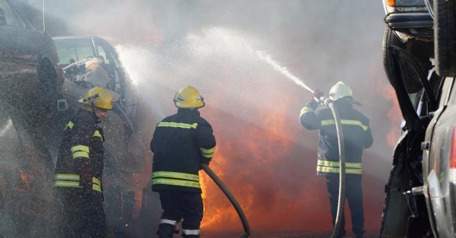 България Огромен пожар в автоморга в Хасково Екипи от Хасково,