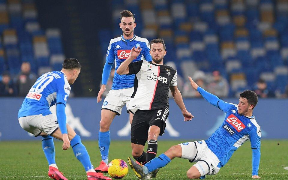Отборите на Наполи и Ювентус играят при резултат 1:0в един