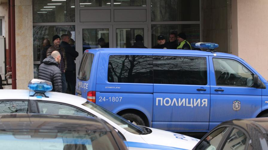 Мъж се самоуби в сградата на ДАНС, носил 2 пълнителя
